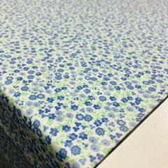 Tricoline Florzinhas Azuis com fundo Branco