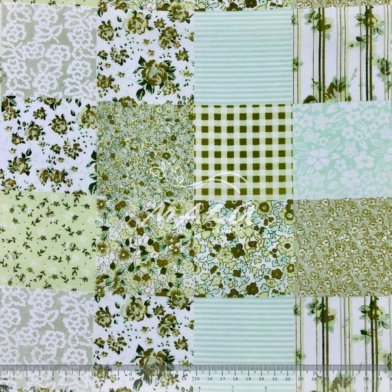 Tricoline 70% Algodão Mosaico de Flores Verde